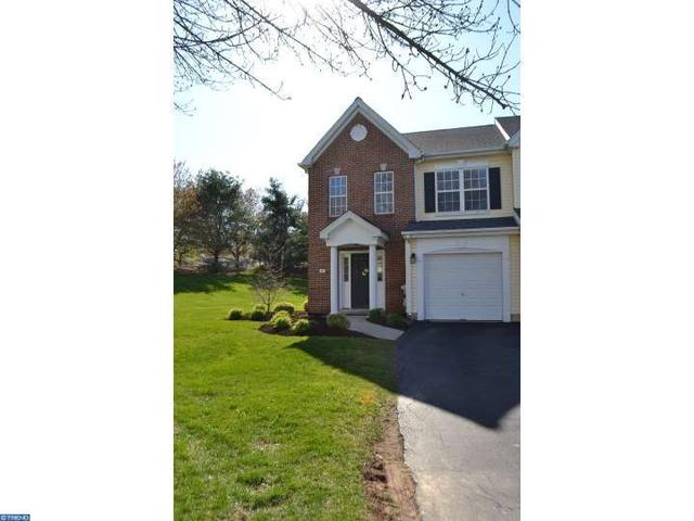 106 Holly Hill Ct, Warminster, PA