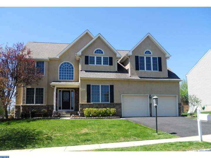 829 Mountain Top Dr, Collegeville, PA