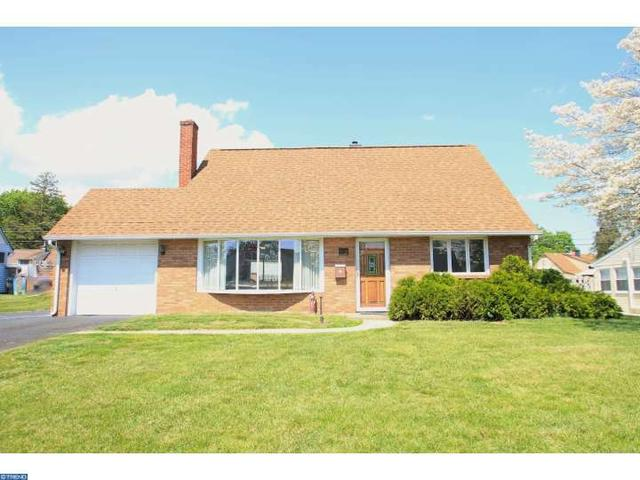 17 Canal Rd, Levittown PA 19057
