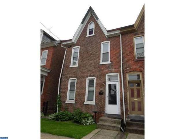 946 Queen St, Stowe PA 19464