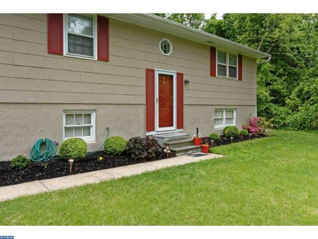 1119 2nd Ave, Blackwood, NJ 08012