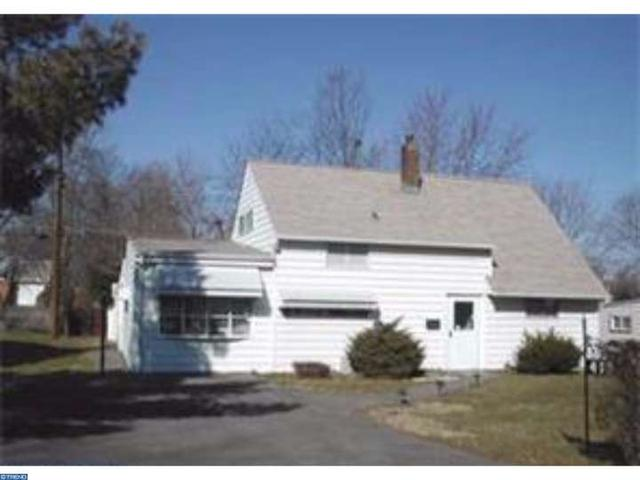 418 Holly Dr, Levittown, PA