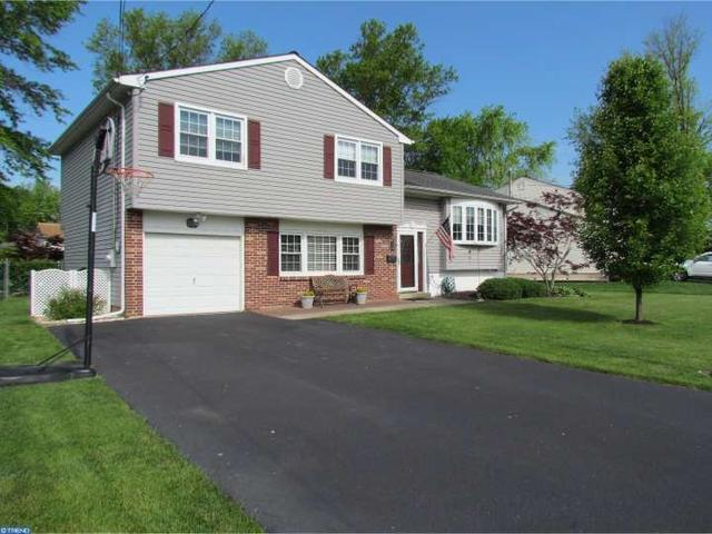 884 Phillips Rd, Warminster, PA