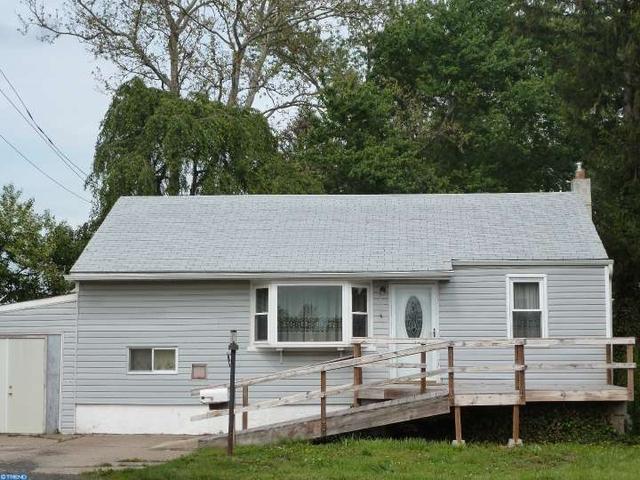 1039 Green Ln, Levittown, PA