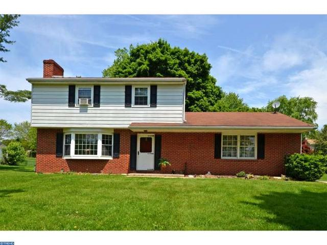 18 Buttonwood Dr West Grove, PA 19390