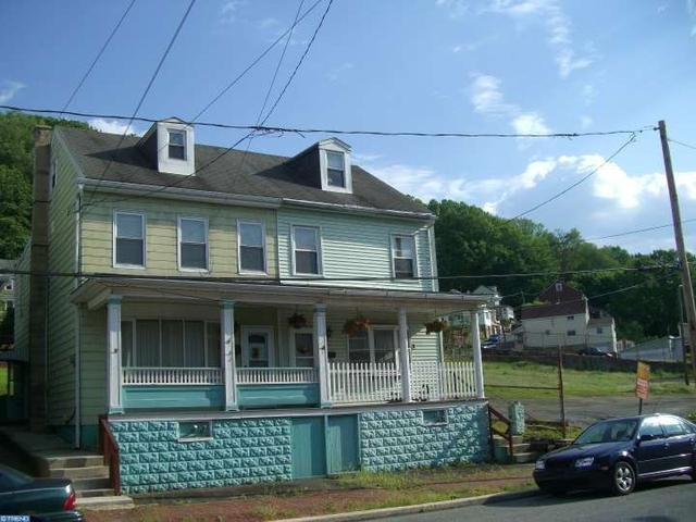 422 W Bacon St, Pottsville, PA