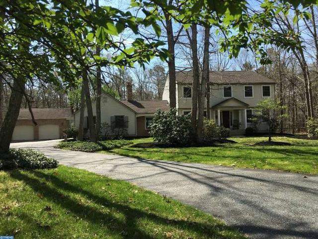 5 Colonial Ct, Medford, NJ 08055