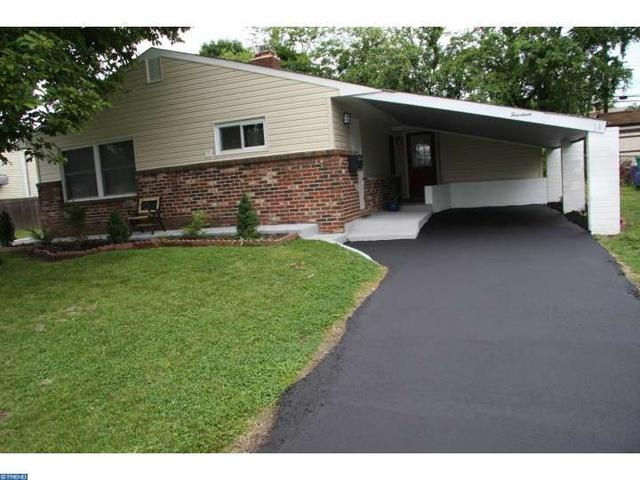 14 Vineyard Rd Levittown, PA 19057