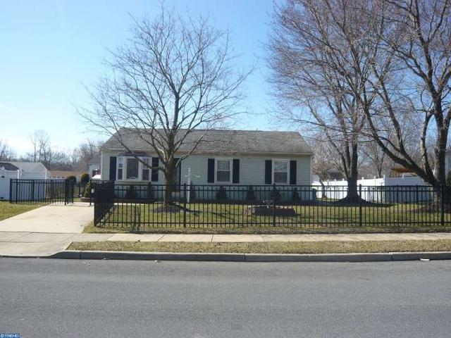 13 Danbury Dr Sicklerville, NJ 08081