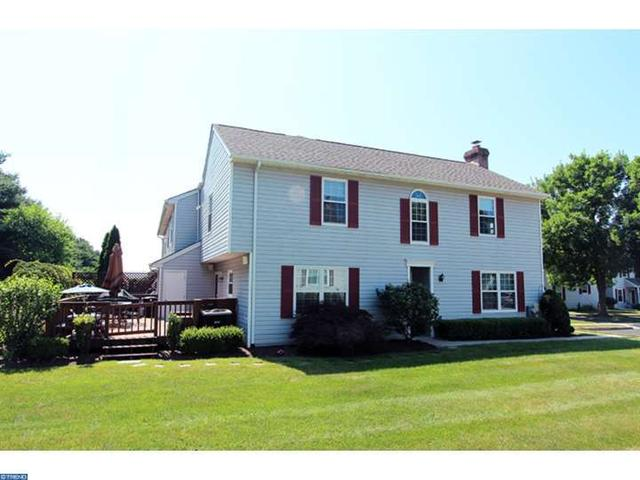 203 Essex Ct Lansdale, PA 19446