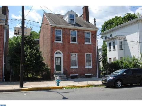 112 E Broad St, Burlington, NJ 08016