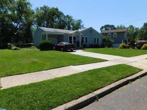 2515 Chestnut Hill Dr, Cinnaminson, NJ 08077
