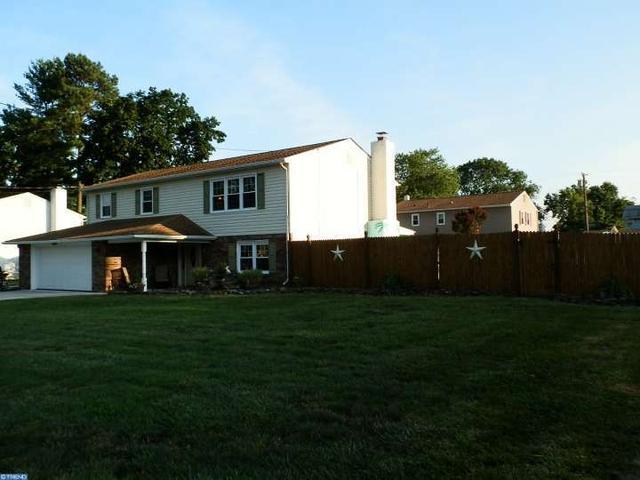 133 Castle Heights Ave, Pennsville, NJ 08070