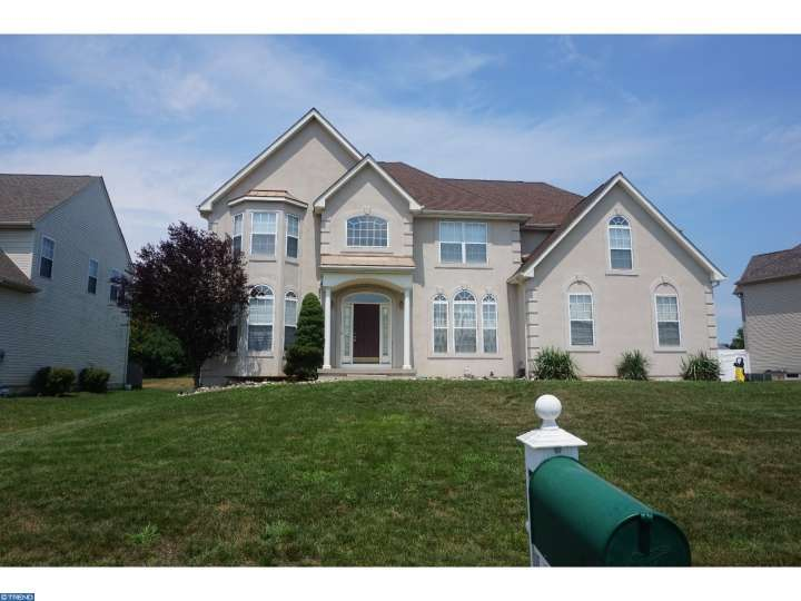 729 Galleria Dr, Williamstown, NJ 08094