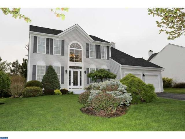 3 Stonehedge Dr, East Windsor, NJ 08520