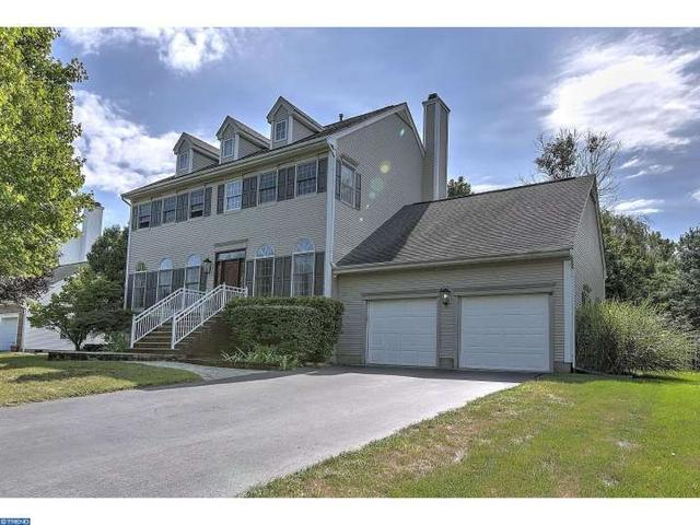 16 Foxhill Run, Monmouth Junction, NJ 08852