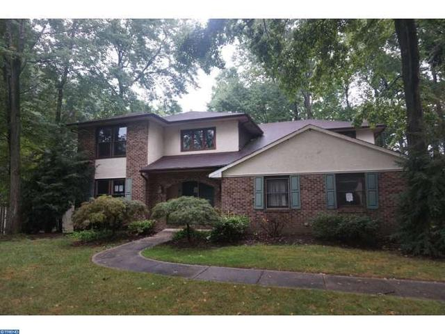 4 Wendover Ct, Mount Laurel, NJ 08054