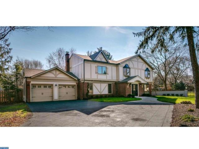 236 Carriage Hill Dr, Moorestown, NJ 08057
