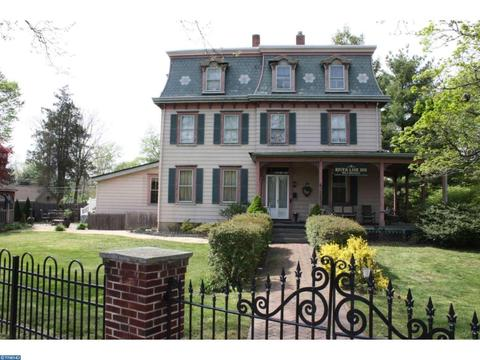 204 Broad St, Riverton, NJ 08077