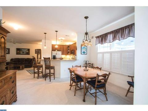 19 Walkabout Ct, Manchester, NJ 08759