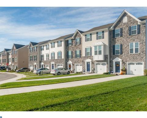 122 Village Green Ln, Sicklerville, NJ 08081