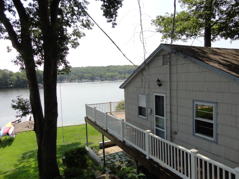 49 N Lakeside Ave, Lake Hopatcong, NJ