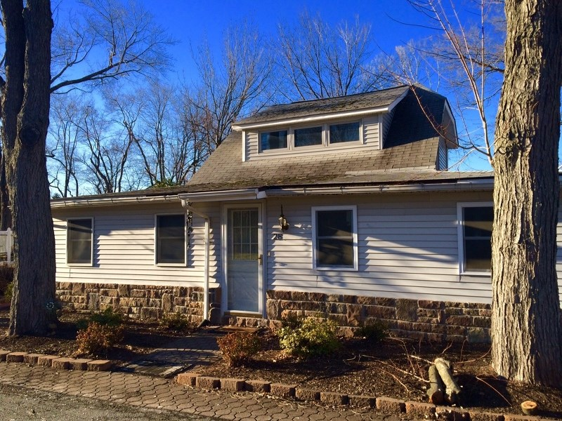 28 Diamond Dr, Lake Hopatcong, NJ