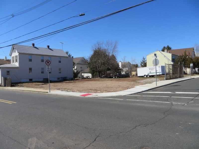 300 W Camplain Road, Manville, NJ 08835