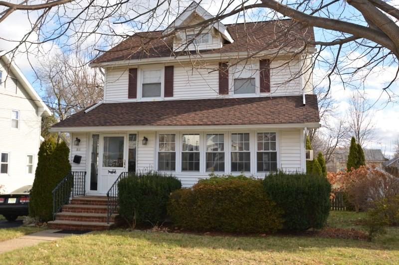 381 Hickory St, Teaneck, NJ