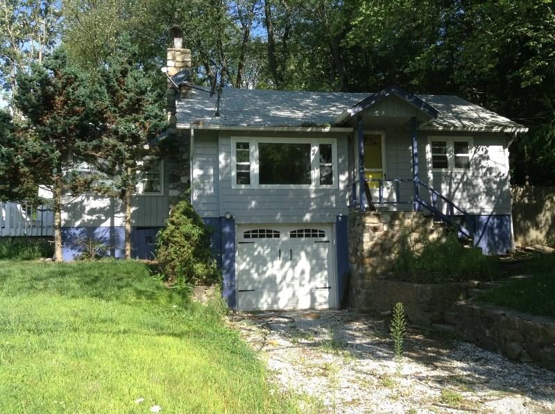 693 Canistear Rd, Highland Lakes, NJ 07422