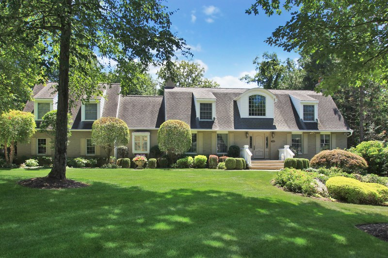 768 High Woods Dr, Franklin Lakes, NJ