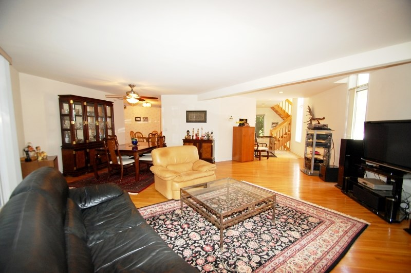 4 Stonegate Dr, Watchung, NJ