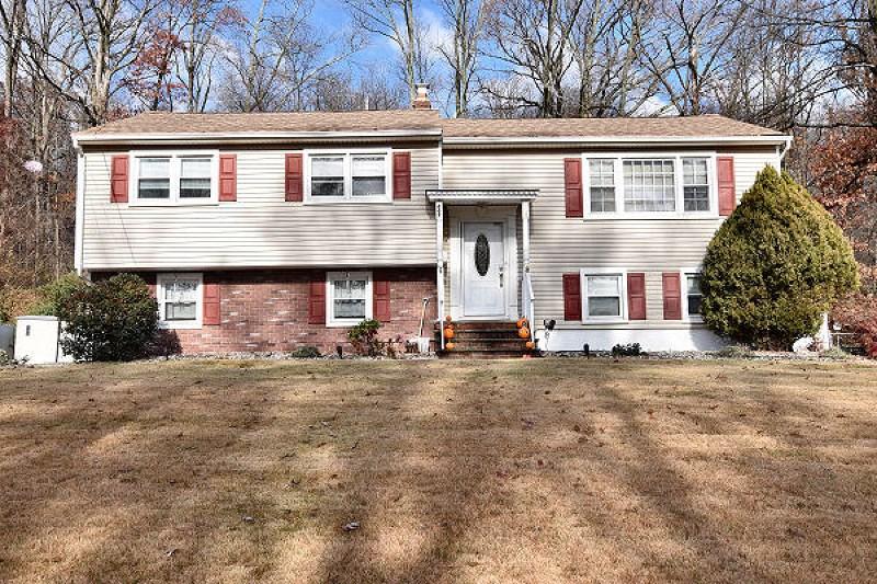 662 N Meadow Dr, Bound Brook, NJ