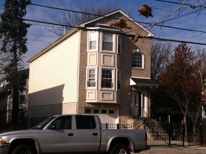 423 S 18th Street, Newark, NJ 07103
