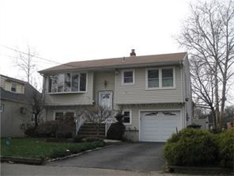 53 Melbourne Ct, Woodbridge, NJ