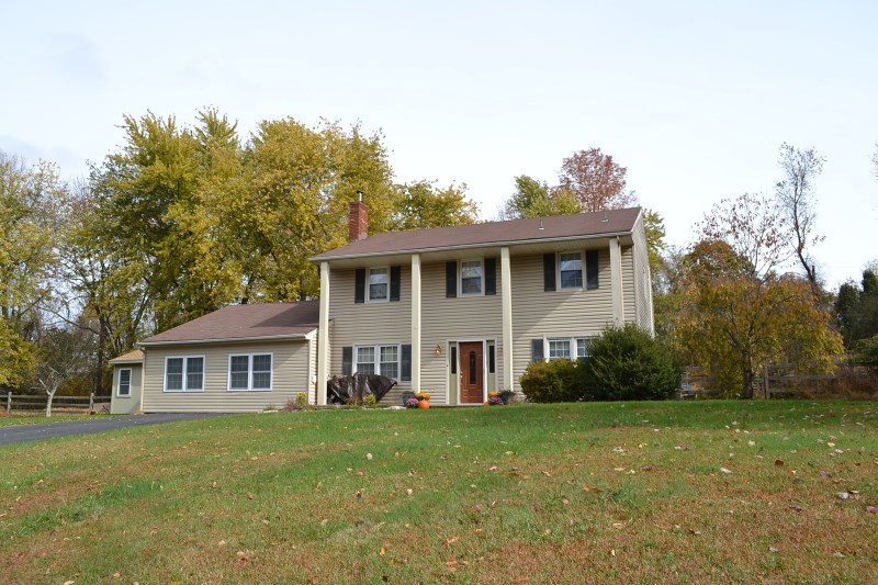 18 Rolling View Dr, Hackettstown, NJ