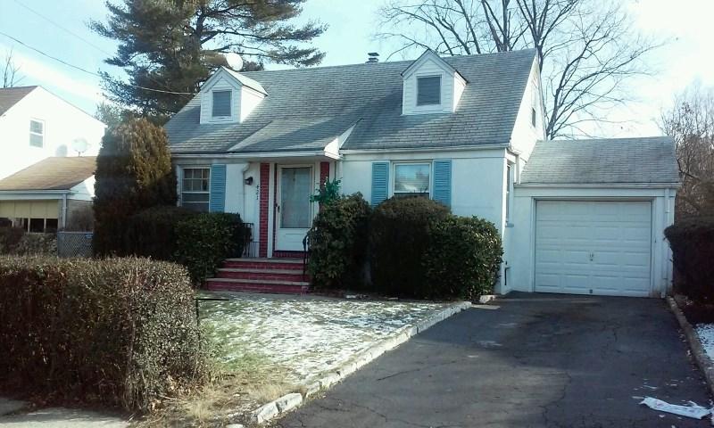 421 Brookside Dr, Roselle, NJ
