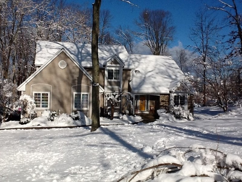 2 Chaucer Dr, Hackettstown, NJ