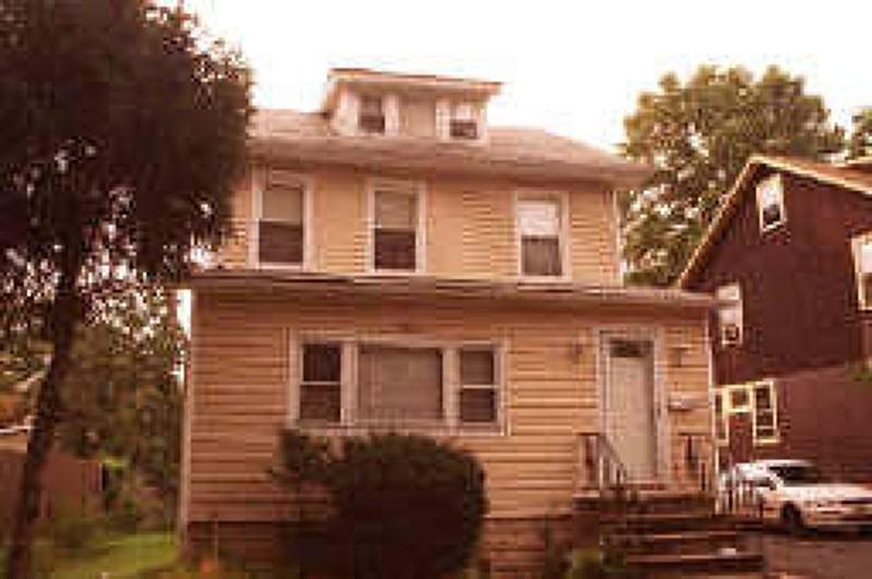 654 E 3rd Ave, Roselle, NJ 07203