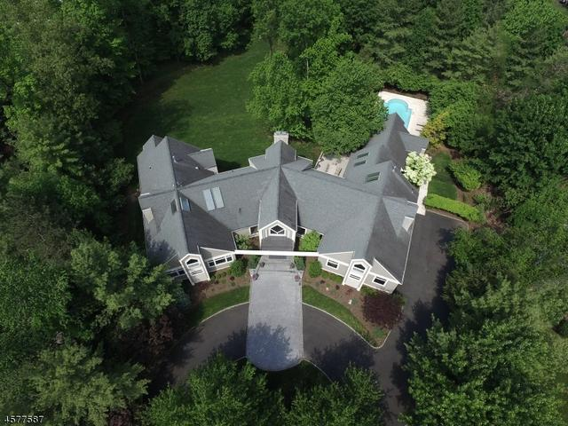 5 Brentwood Dr, North Caldwell, NJ 07006