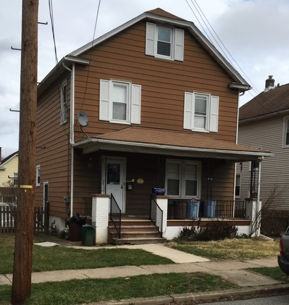 81 Henderson St, Phillipsburg, NJ