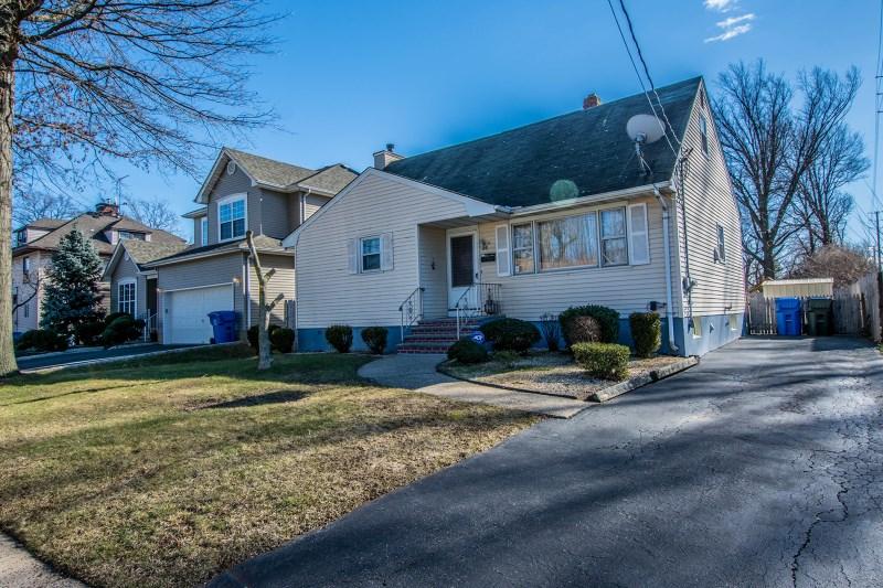 16 Brewster Pl, Sewaren, NJ