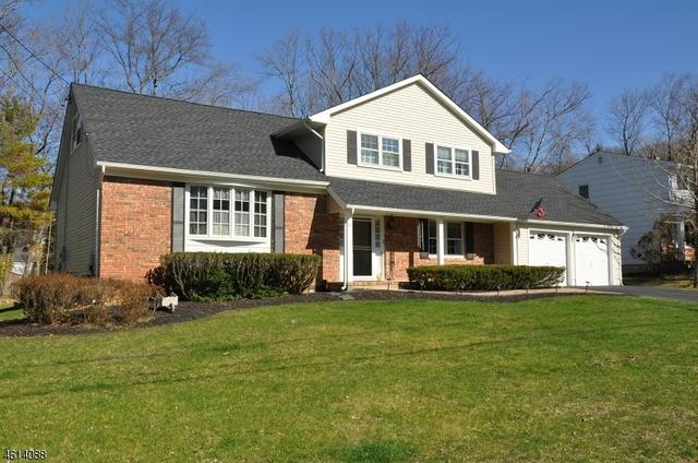 85 Toby Dr, Succasunna, NJ 07876