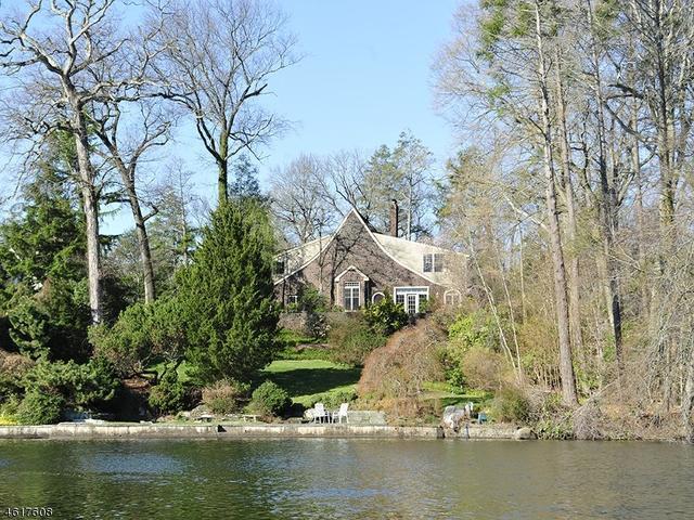 744 Pines Lake Dr, Wayne NJ 07470