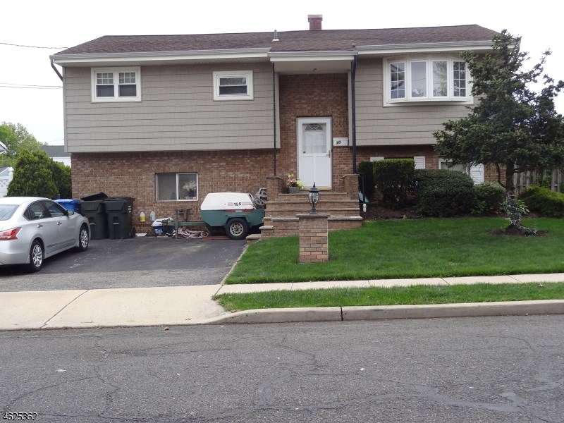 30 Hemlock Drive, Woodbridge Twp., NJ 07064