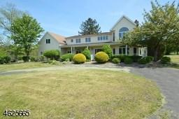 16 Vantage Dr, Flemington, NJ 08822