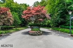 10 Windsor Ct, Saddle River, NJ 07458