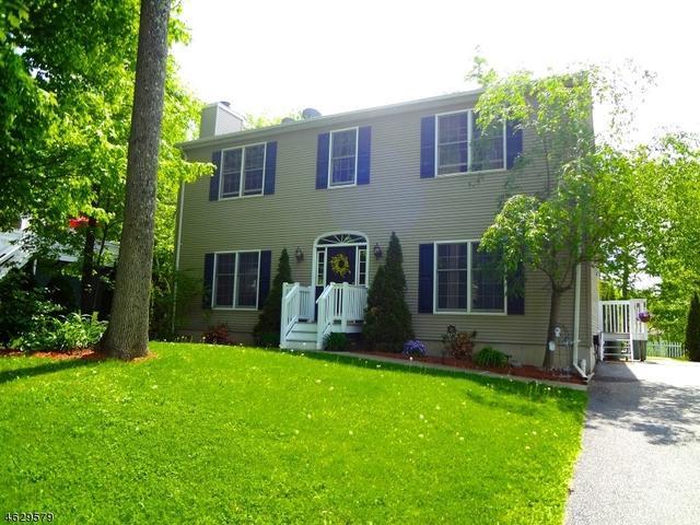 2 Joan Ln, Highland Lakes, NJ 07422