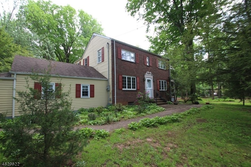 300 Middlesex Avenue, Colonia, NJ 07067