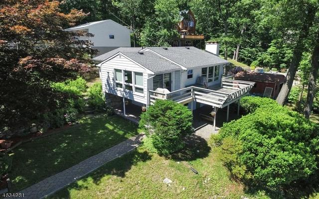 81 N Lakeside Ave, Lake Hopatcong, NJ 07849